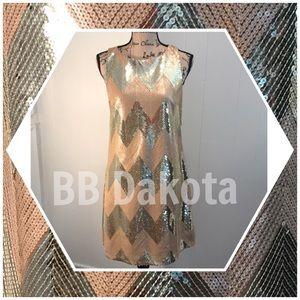 BB Dakota-Metallic Gold cocktail Shift Dress🌟